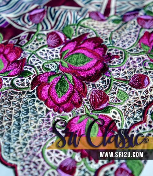 Kebaya Tradisional Corak Sulaman Kerawang Bunga Teratai